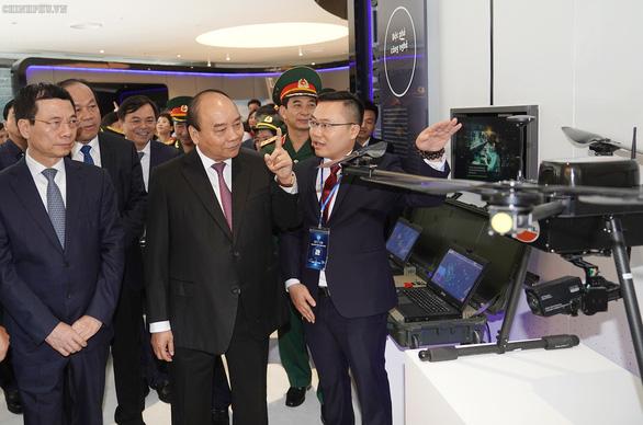 Thủ tướng muốn Viettel vươn lên sánh vai với Huawei, Google, Facebook - Ảnh 2.