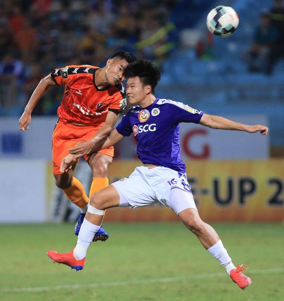 Thành Chung thay Đình Trọng đá King's Cup 2019 - Ảnh 2.