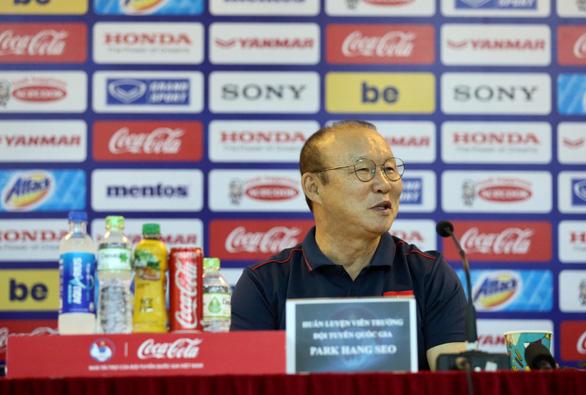 HLV Park Hang Seo nóng mặt với truyền thông về danh sách tuyển Việt Nam - Ảnh 1.