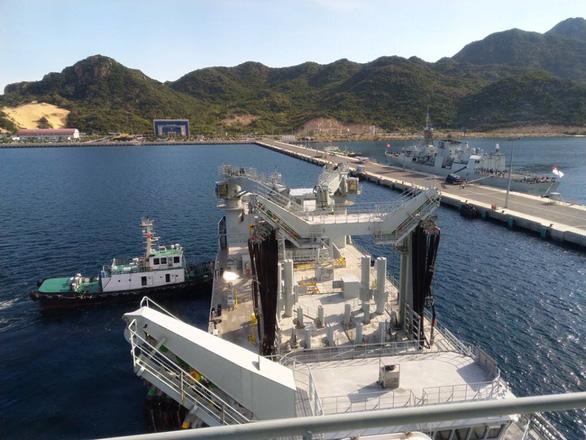 Hai tàu Hải quân Hoàng gia Canada cập cảng Quốc tế Cam Ranh - Ảnh 8.