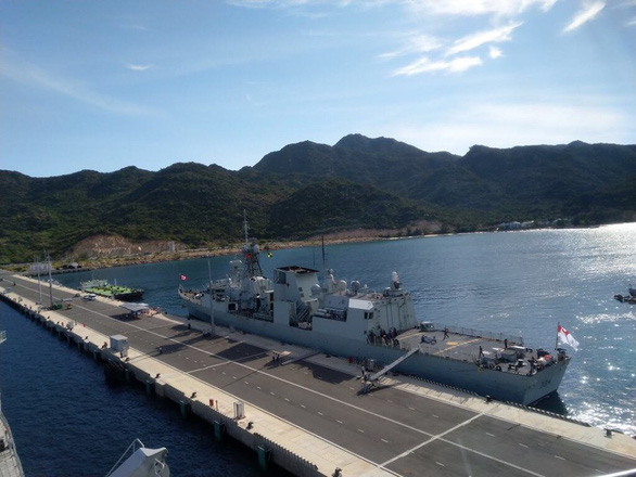 Hai tàu Hải quân Hoàng gia Canada cập cảng Quốc tế Cam Ranh - Ảnh 9.