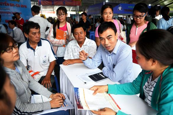 Ngày hội tư vấn xét tuyển ĐH, CĐ: cầu nối giúp thí sinh chọn ngành phù hợp - Ảnh 2.