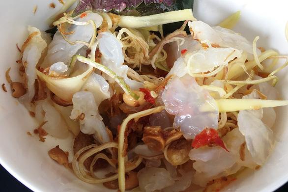 Nộm sứa mắm ruốc đầm Thị Nại: ăn cả thau vẫn còn thèm - Ảnh 1.