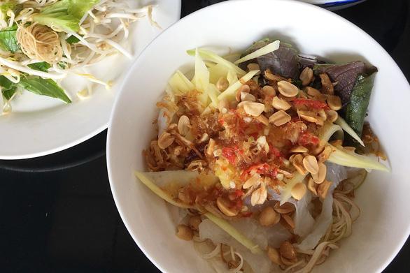 Nộm sứa mắm ruốc đầm Thị Nại: ăn cả thau vẫn còn thèm - Ảnh 2.