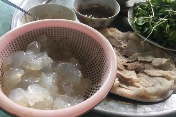 Nộm sứa mắm ruốc đầm Thị Nại: ăn cả thau vẫn còn thèm - Ảnh 3.