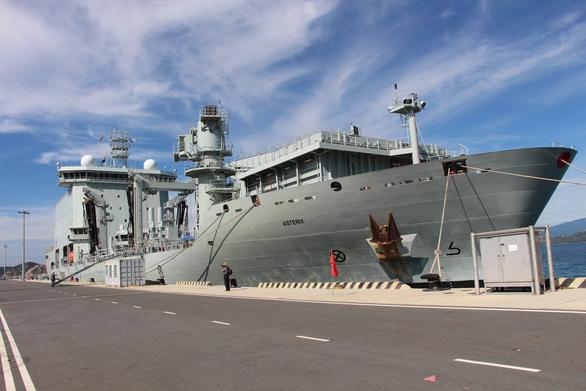 Hai tàu Hải quân Hoàng gia Canada cập cảng Quốc tế Cam Ranh - Ảnh 13.