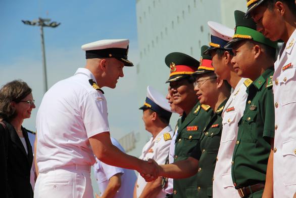 Tàu hải quân Hoàng gia Canada cập cảng quốc tế Cam Ranh - Ảnh 2.