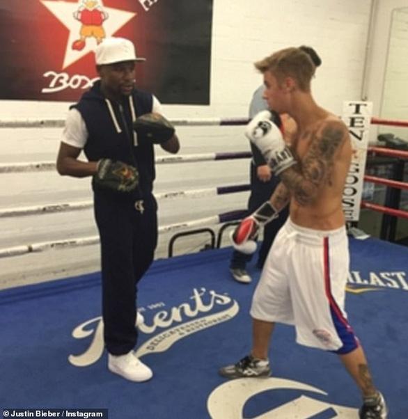 Justin Bieber thách Tom Cruise đấu võ tự do - Ảnh 4.