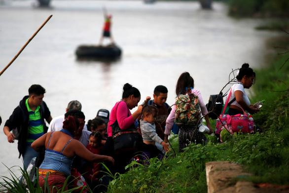 Đạt thỏa thuận về người nhập cư, lãnh đạo Mỹ - Mexico ngợi khen nhau - Ảnh 1.