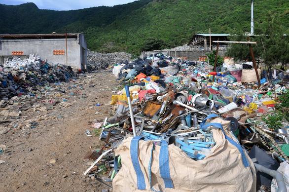 Côn Đảo, Phú Quốc mệt mỏi với rác thải nhựa, túi nilông - Ảnh 1.
