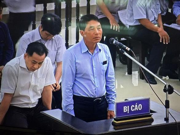 Cựu thứ trưởng Trần Việt Tân: Không kêu oan, cựu thứ trưởng Bùi Văn Thành: Xin án treo - Ảnh 1.