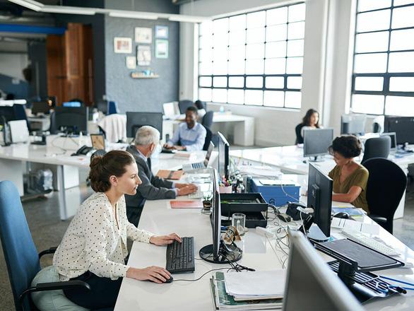 Những thói quen quý cô văn phòng nên từ bỏ sớm để tránh mệt mỏi - Ảnh 1.
