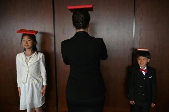 Con nhà giàu Trung Quốc rèn giũa làm quý tộc - Ảnh 2.
