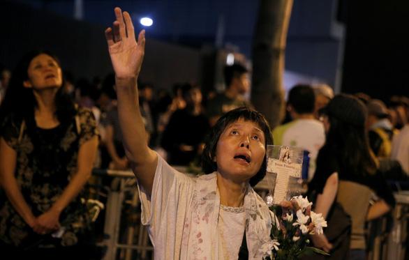 Dân Hong Kong thức suốt đêm ngoài đường chờ biểu tình - Ảnh 1.
