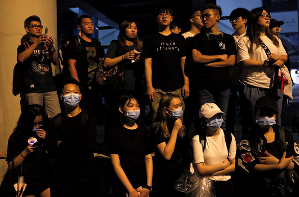 Dân Hong Kong thức suốt đêm ngoài đường chờ biểu tình - Ảnh 2.