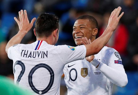 Ý toàn thắng, Pháp gỡ lại thể diện - Ảnh 3.