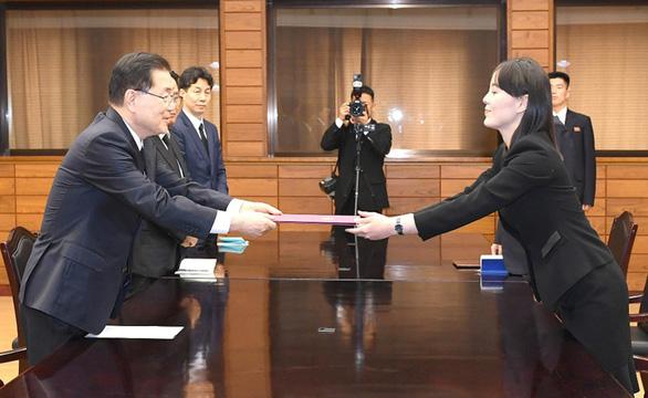 Em gái ông Kim đến chia buồn, gửi hoa viếng cựu đệ nhất phu nhân Hàn Quốc - Ảnh 1.