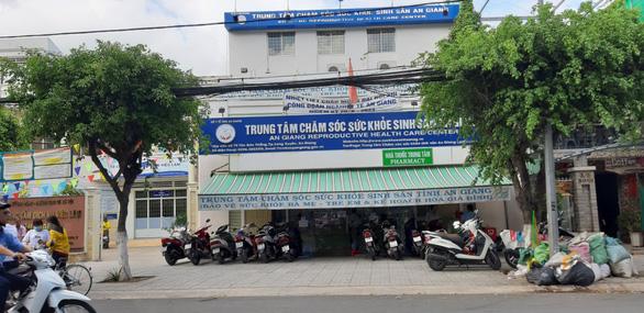 Giám đốc Trung tâm sức khỏe sinh sản An Giang bị kỷ luật - Ảnh 1.