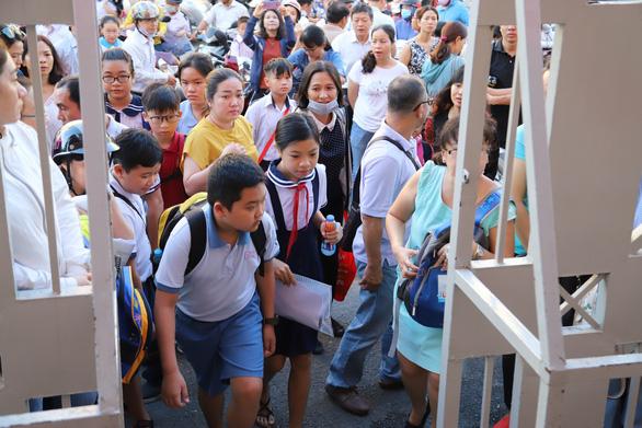 4.200 học sinh TP.HCM đua vào lớp 6 chuyên Trần Đại Nghĩa - Ảnh 2.