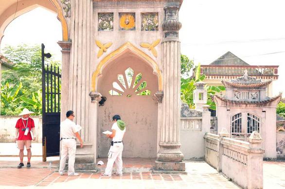 Tiến sĩ Nhật khảo sát hơn 1.200 nhà thờ Việt Nam - Ảnh 1.