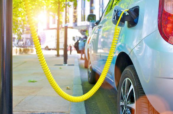 Giảm thiểu khí thải CO2 của xe hơi với bộ chuyển mạch hạ áp của Infineon - Ảnh 1.