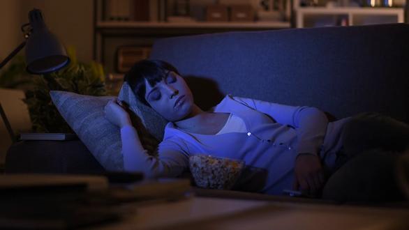Để đèn khi ngủ có thể khiến phụ nữ tăng cân - Ảnh 2.