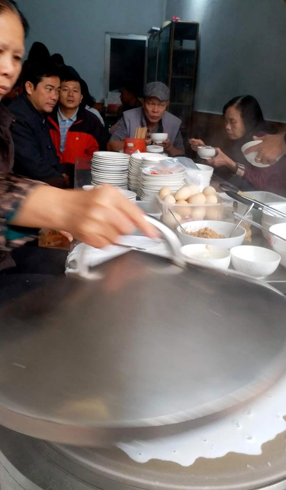 Bánh cuốn canh Cao Bằng: Ngon từ thịt, ngọt từ... súp - Ảnh 4.