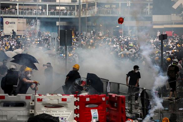 Báo Trung Quốc nói biểu tình vô trật tự, chỉ gây hại cho Hong Kong - Ảnh 1.