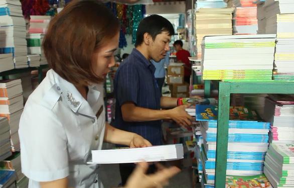 Phát hiện hơn 72.600 cuốn sách giáo khoa nghi in lậu - Ảnh 1.