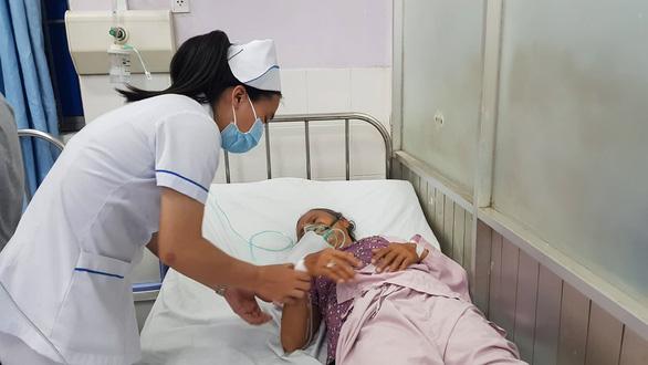 7 bà cháu hôn mê, 1 cháu tử vong do ngạt khí thải máy phát điện - Ảnh 1.