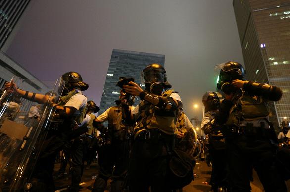 Hong Kong dần trở về nhịp sống bình thường sau những ngày hỗn loạn - Ảnh 3.