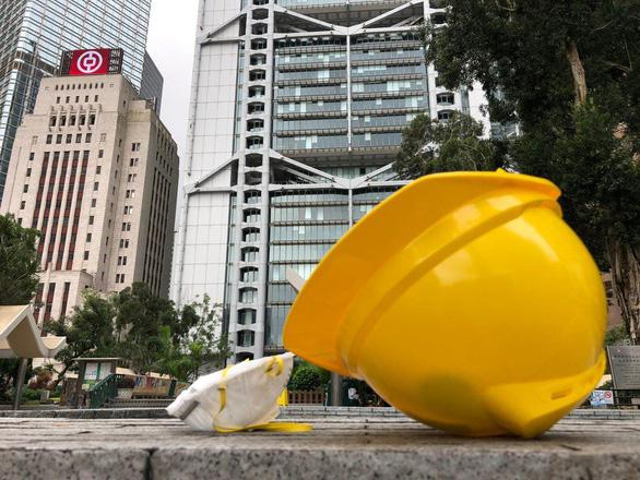 Hong Kong dần trở về nhịp sống bình thường sau những ngày hỗn loạn - Ảnh 1.