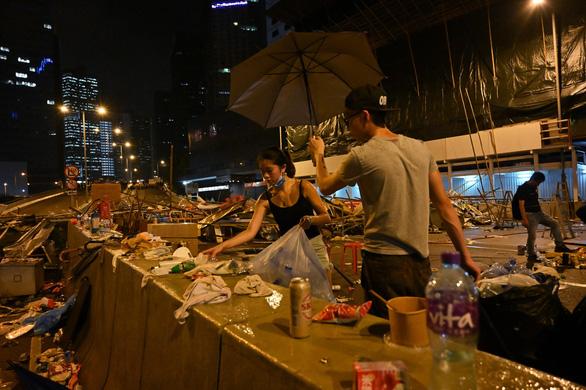 Hong Kong dần trở về nhịp sống bình thường sau những ngày hỗn loạn - Ảnh 7.