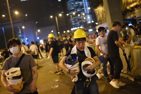 Hong Kong dần trở về nhịp sống bình thường sau những ngày hỗn loạn - Ảnh 9.