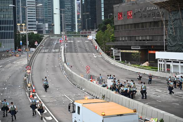 Hong Kong dần trở về nhịp sống bình thường sau những ngày hỗn loạn - Ảnh 12.