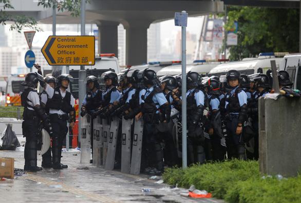 Hong Kong dần trở về nhịp sống bình thường sau những ngày hỗn loạn - Ảnh 14.