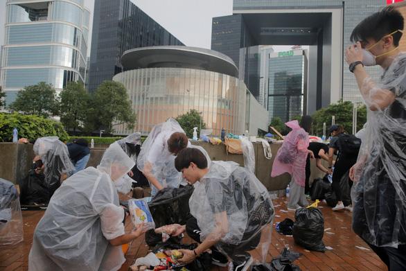 Hong Kong dần trở về nhịp sống bình thường sau những ngày hỗn loạn - Ảnh 10.