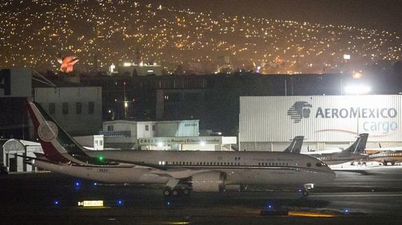 Mexico bán máy bay tổng thống lấy tiền... ngăn dòng di cư sang Mỹ - Ảnh 1.
