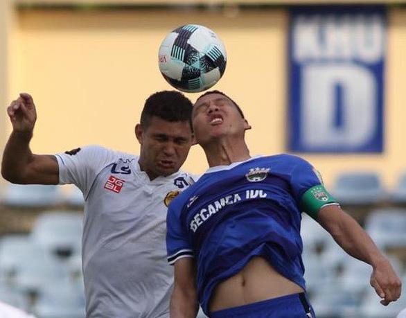Trung vệ U23 Tấn Sinh mắc sai lầm, Quảng Nam thua Bình Dương - Ảnh 2.