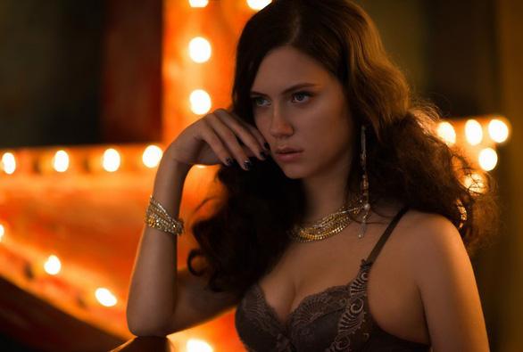 Kiều nữ làng bài poker chết bí ẩn trong bồn tắm - Ảnh 3.