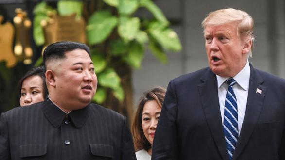 Mỹ vừa đấm vừa xoa Triều Tiên - Ảnh 1.