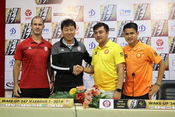 """HLV Chung Hae Soung: """"Vô địch lượt đi V-League 2019 không quá quan trọng với đội TP.HCM"""" - Ảnh 1."""