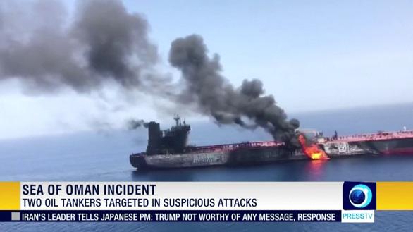 Iran phản pháo vụ tấn công tàu dầu, Mỹ điều tàu chiến đến vùng Vịnh - Ảnh 2.