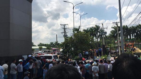 Xe container va chạm xe con trên quốc lộ 22, 5 người tử nạn - Ảnh 6.