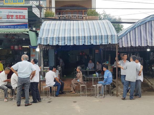 Tai nạn 5 người chết: Đau xót cảnh 4 quan tài trong căn nhà ở Gò Dầu - Ảnh 2.
