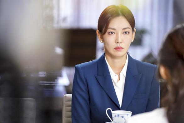Kim So Yeon xinh đẹp và nguy hiểm trong Bí mật sau lưng mẹ - Ảnh 1.