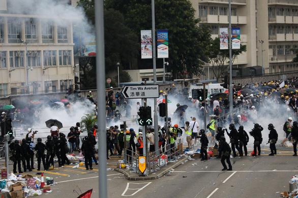 Trung Quốc triệu tập phó đại sứ Mỹ vụ biểu tình Hong Kong - Ảnh 1.