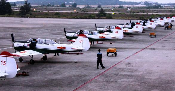 Một buổi huấn luyện bay IaK-52 ở Trung đoàn 920 - Ảnh 6.