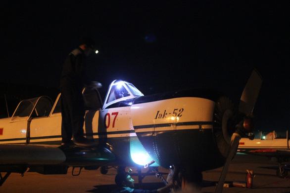 Một buổi huấn luyện bay IaK-52 ở Trung đoàn 920 - Ảnh 3.