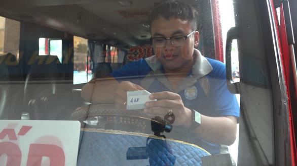 TP.HCM lần đầu tiên tổ chức thu phí điện tử không dừng tại bến xe khách - Ảnh 1.